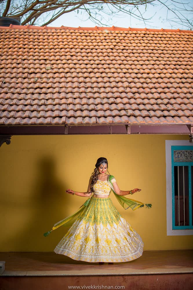5 Must Have Candid Wedding Photographs At Your Mehendi